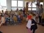 Paní učitelky hrají dětem O koblížkovi