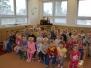 Paní učitelky hrají divadlo dětem - O veliké řepě